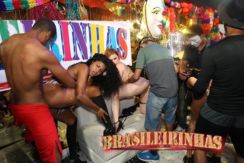 A gostosa elisa sanches e suas amigas em cenas de sexo - 2 3
