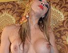 A loira gostosa dançou e provocou o sultão Loupan e a putaria rolou com muito