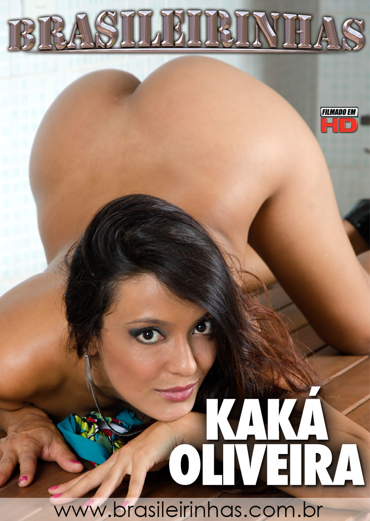 Kamilla lets you watch her put on makeup 7