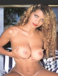 Vania Boobs