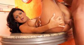 Suzana Rios rebola without stopping the rolls Pitt Garcia