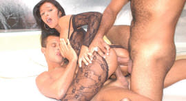 Moreninha Suzi does DP and takes cumshot in the face