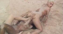 Molhadinhas of horny sluts in the lesbo scene on the beach