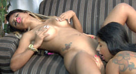 Mila Albuquerque and Cris Lira rub and catch tasty