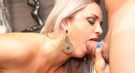 The stripper Cinthia Santos gave work for the well endowed Roge Ferro.