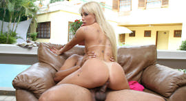 The blonde tattooed Penelope Mendes sent well in the scene and made to anal!
