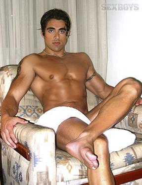 Rocky de Oliveira ator pornô gay