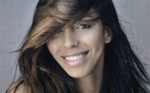 Mineira transexual Lea T. desfila em Milão
