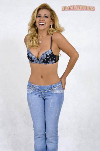 famosa Rita Cadillac mostrando o corpão em fotos da Brasileirinhas