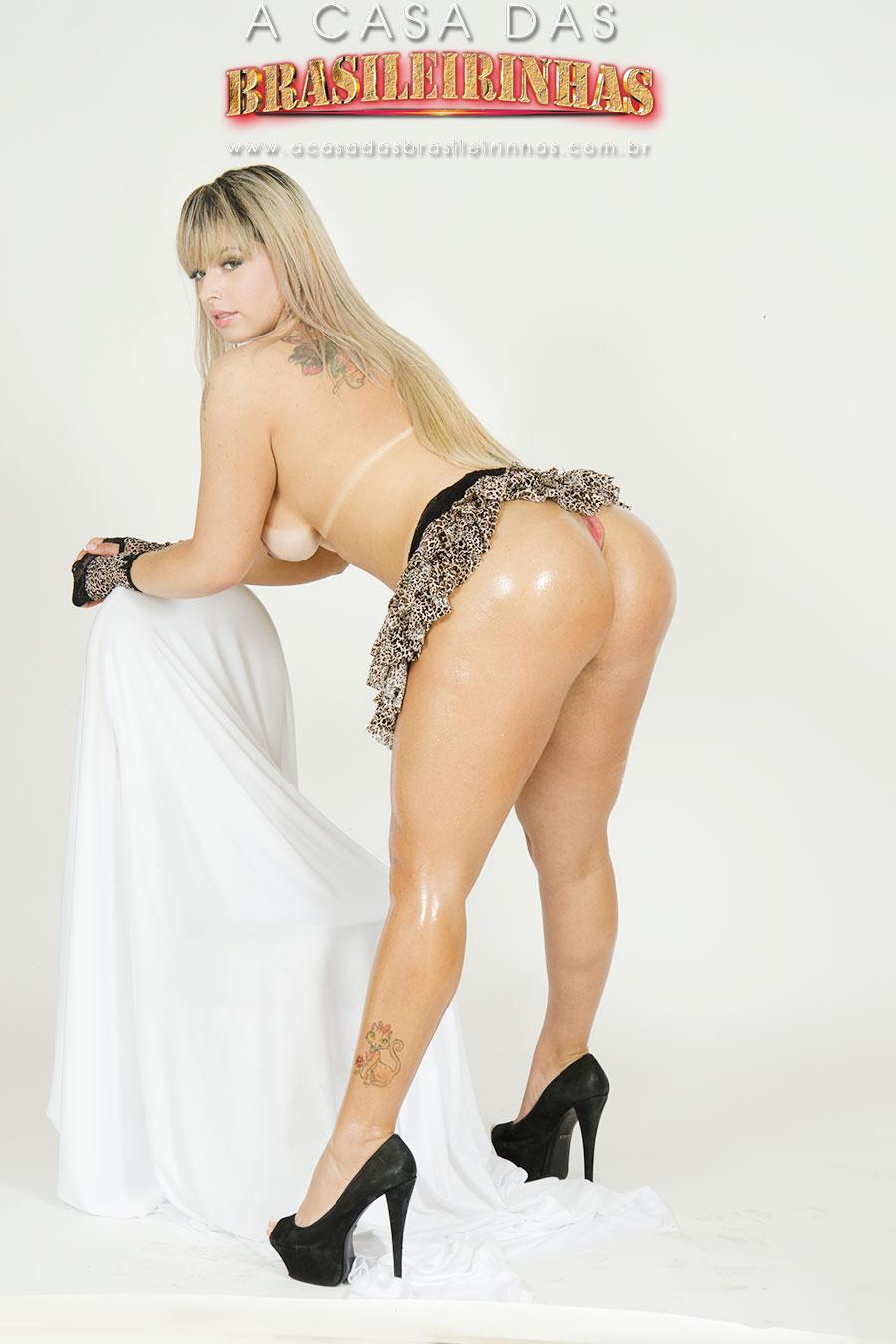angel-lima-loira-muito-safada-mostrando-a-bunda-bem-gostosa.jpg