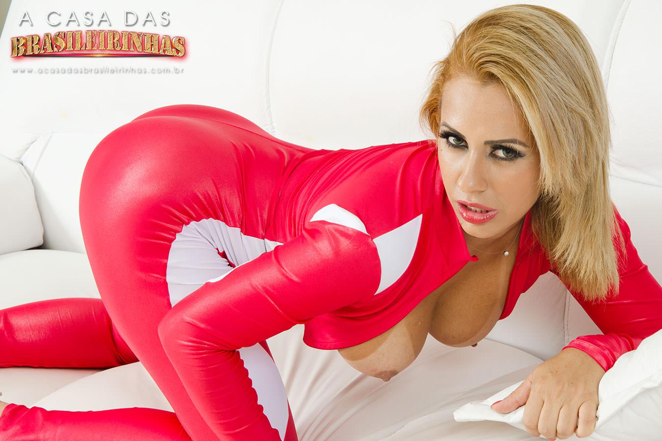 Nicolle-Bittencourt-loira-gostosa-mostrando-os-peitos.jpg