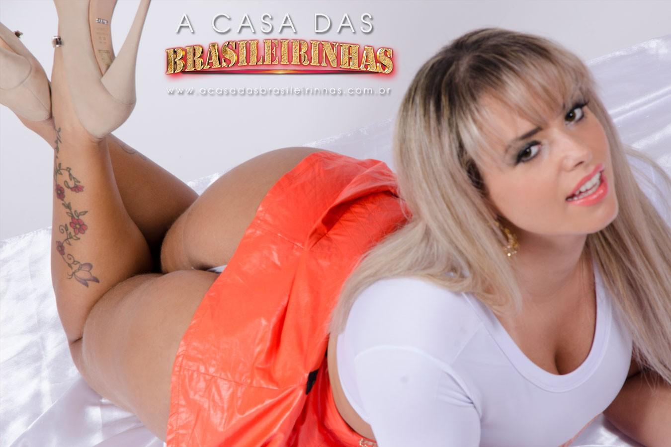 Angel-Lima-deitada-mostrando-a-bunda.jpg