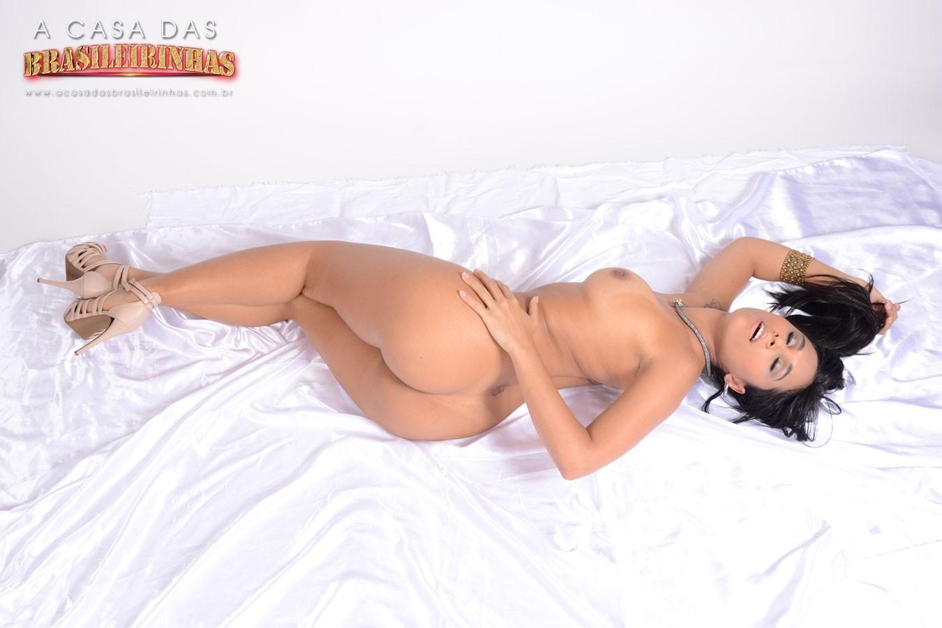 Alana-Freitas-deitada-bem-gostosa.jpg