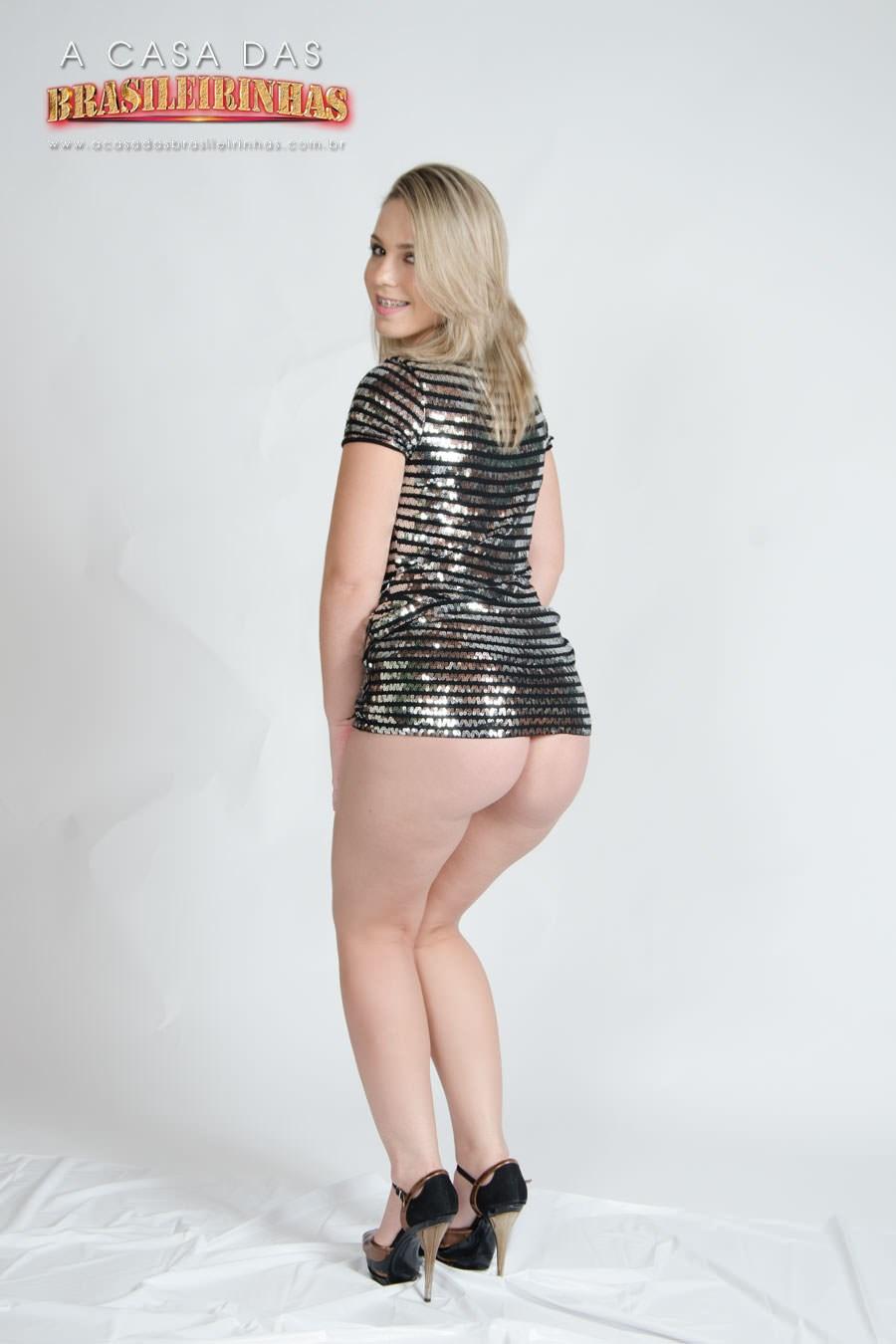 Flavia-Oliveira-mostrando-bunda.jpg