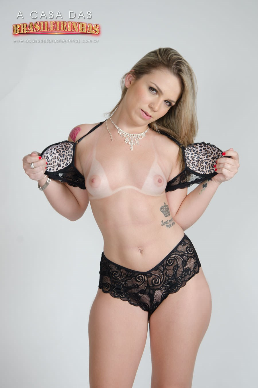 Flavia-Oliveira-tirando-sutien.jpg