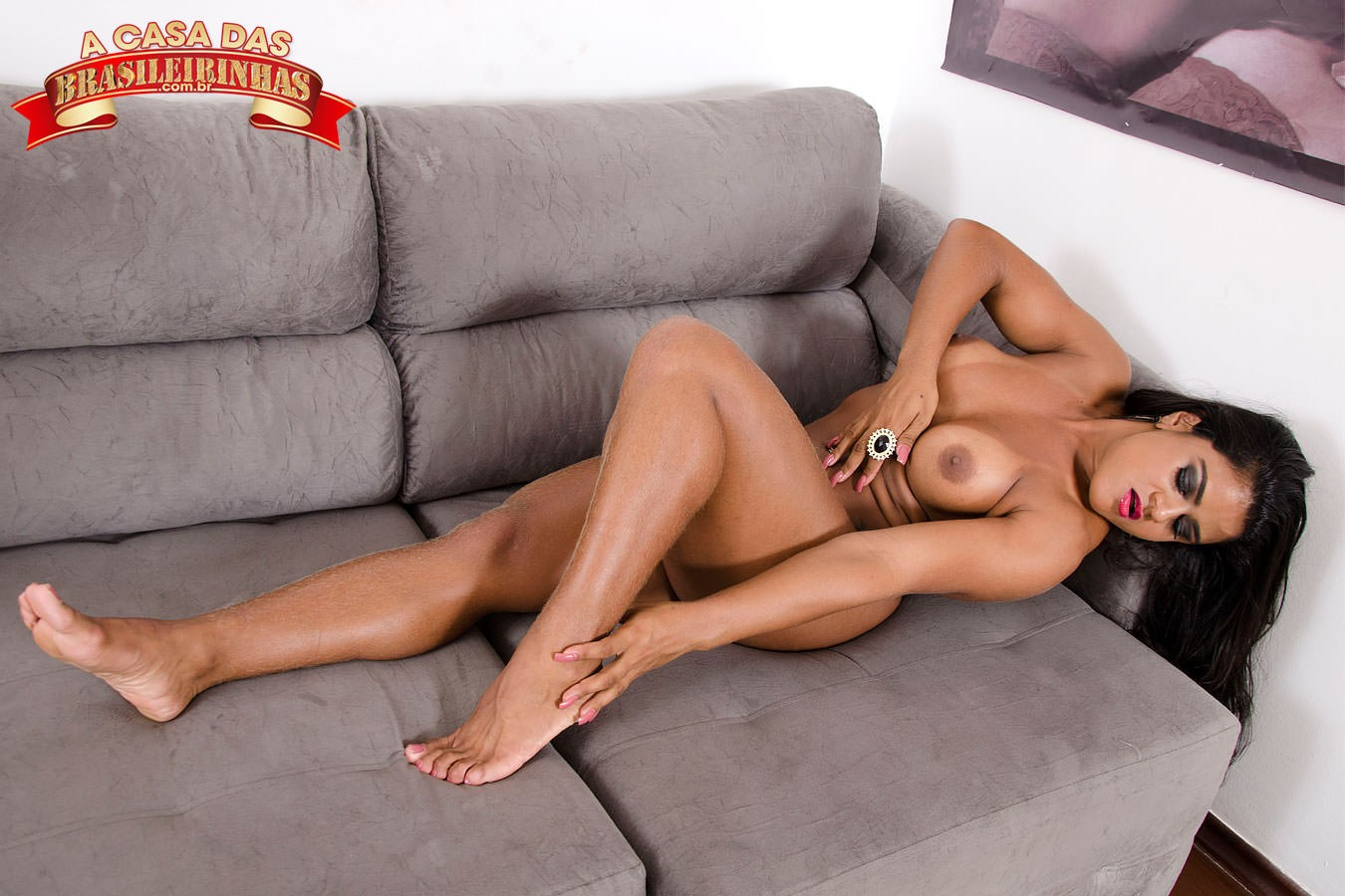 ana-julia-sexy-no-sofa.jpg