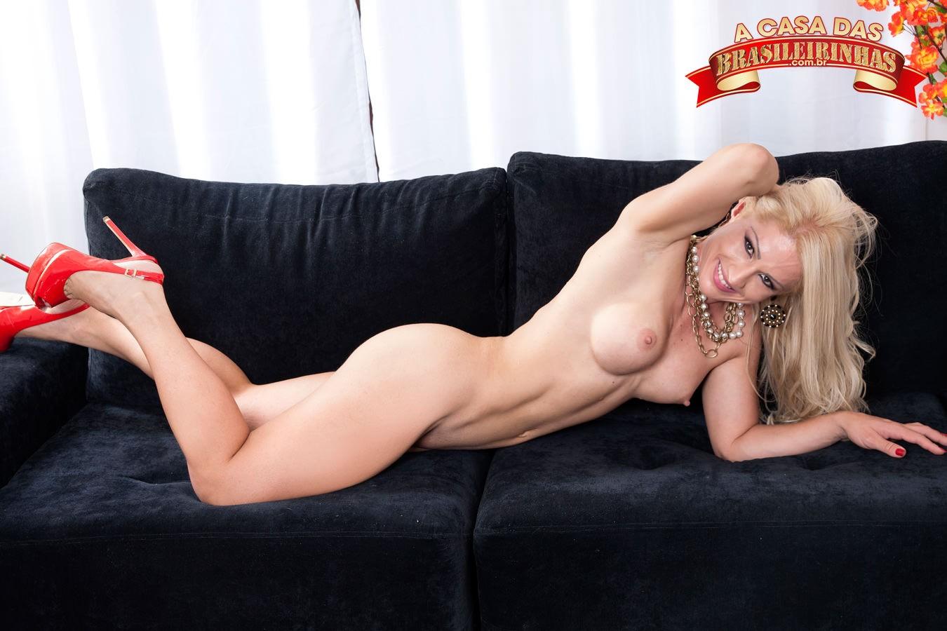lorena-fire-sexy-no-sofa.jpg