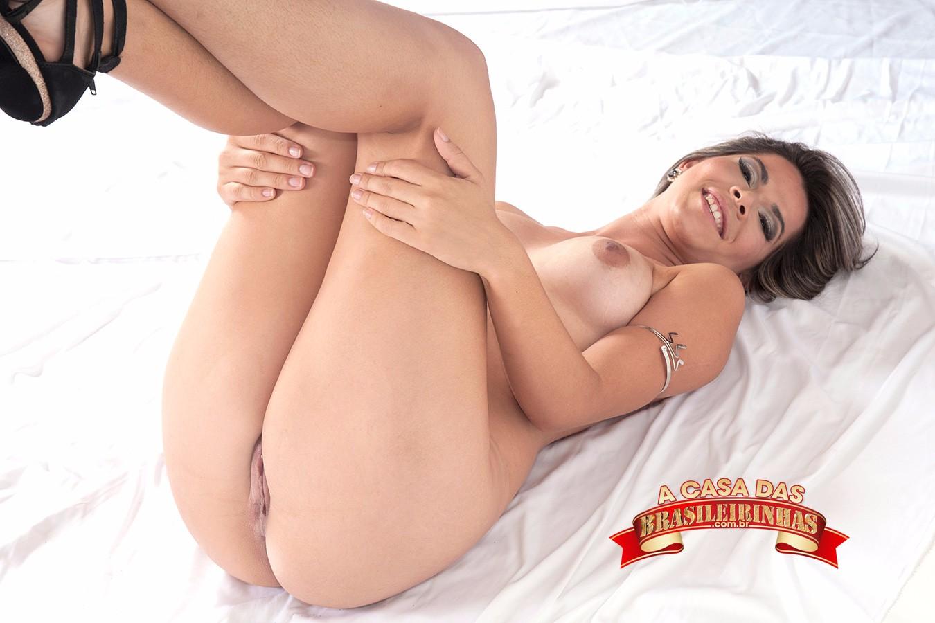 Emanuela_Martins-mostrando-a-bucetinha.jpg
