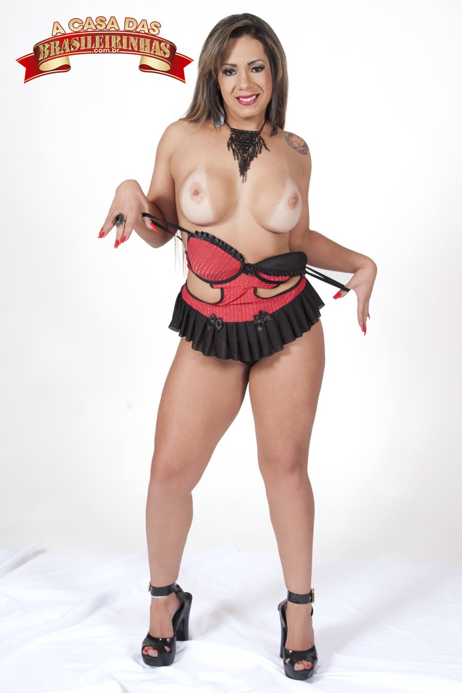 suzie-slut-tirando-lingerie.jpg