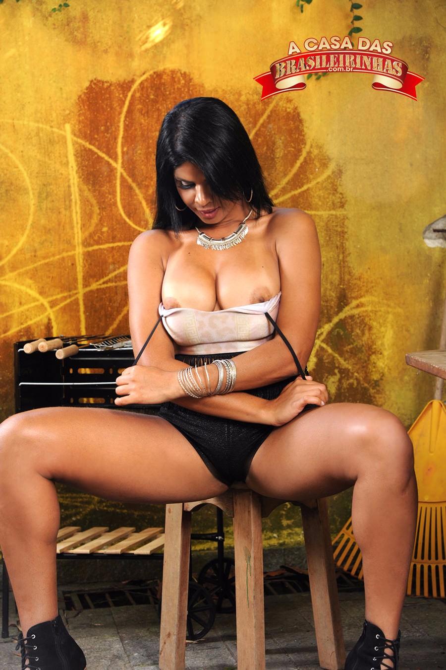Juliana-Ramos-tirando-a-roupa.jpg