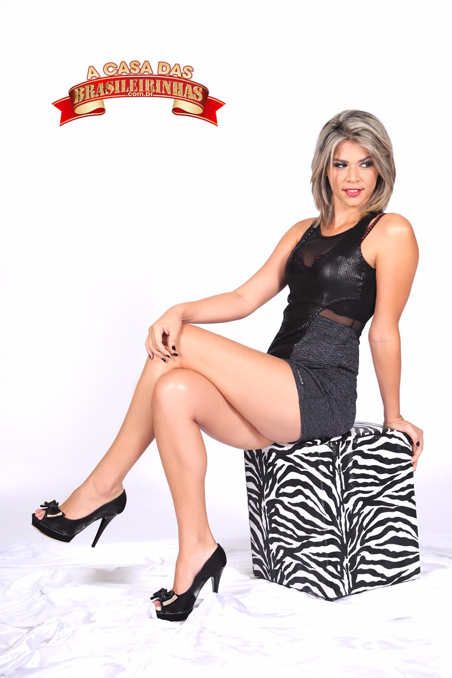 Emanuela-Martins-sentada.jpg