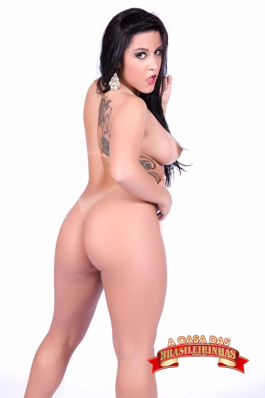 Rebecca-Santos-de-costas.jpg