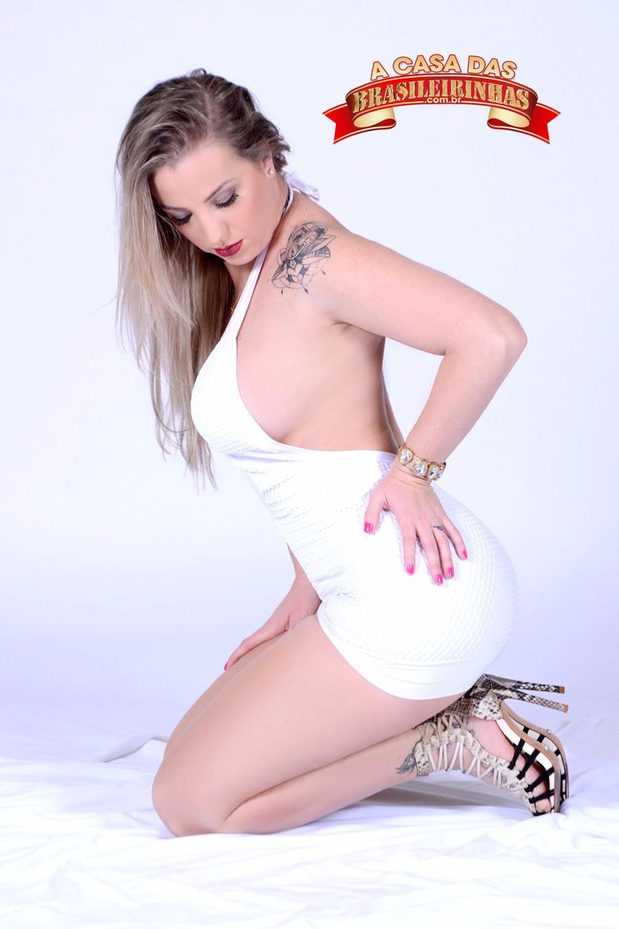 Milena-Santos-ajoelhada.jpg
