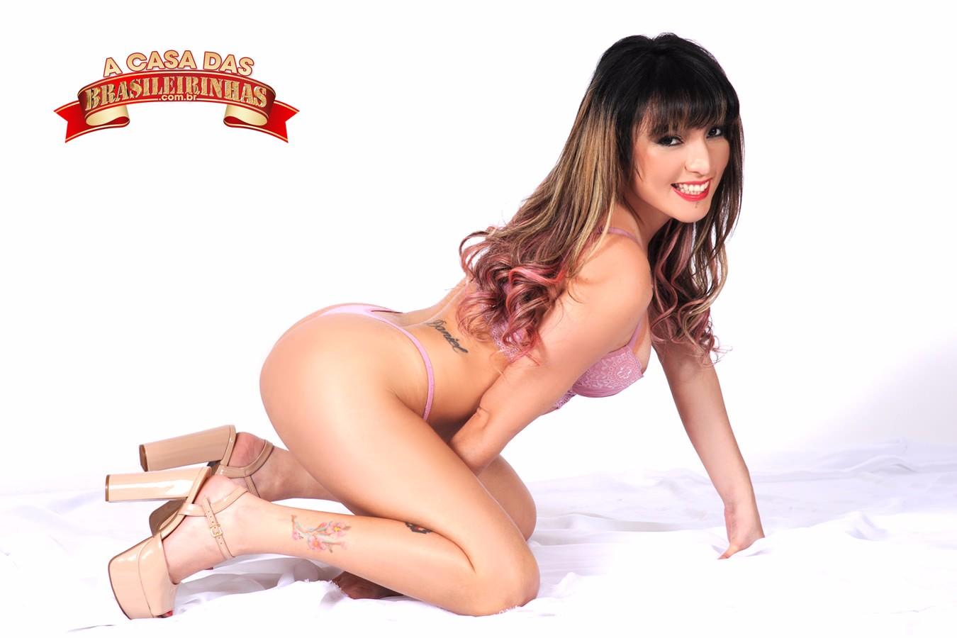 Isabella-Martins-ajoelhada.jpg