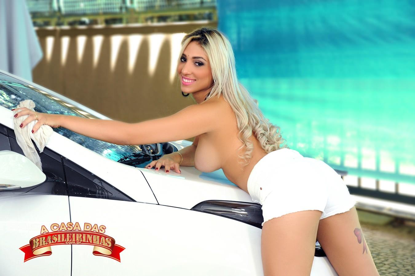 atriz-pornô-lavando-o-carro.jpg