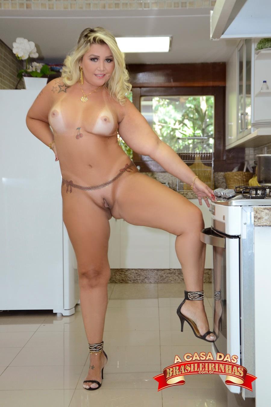 Ester-Mancini-na-cozinha.jpg