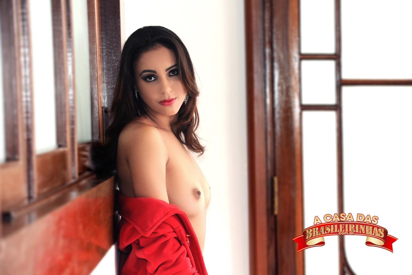 Amanda-Borges-na-Casa-das-Brasileirinhas.jpg