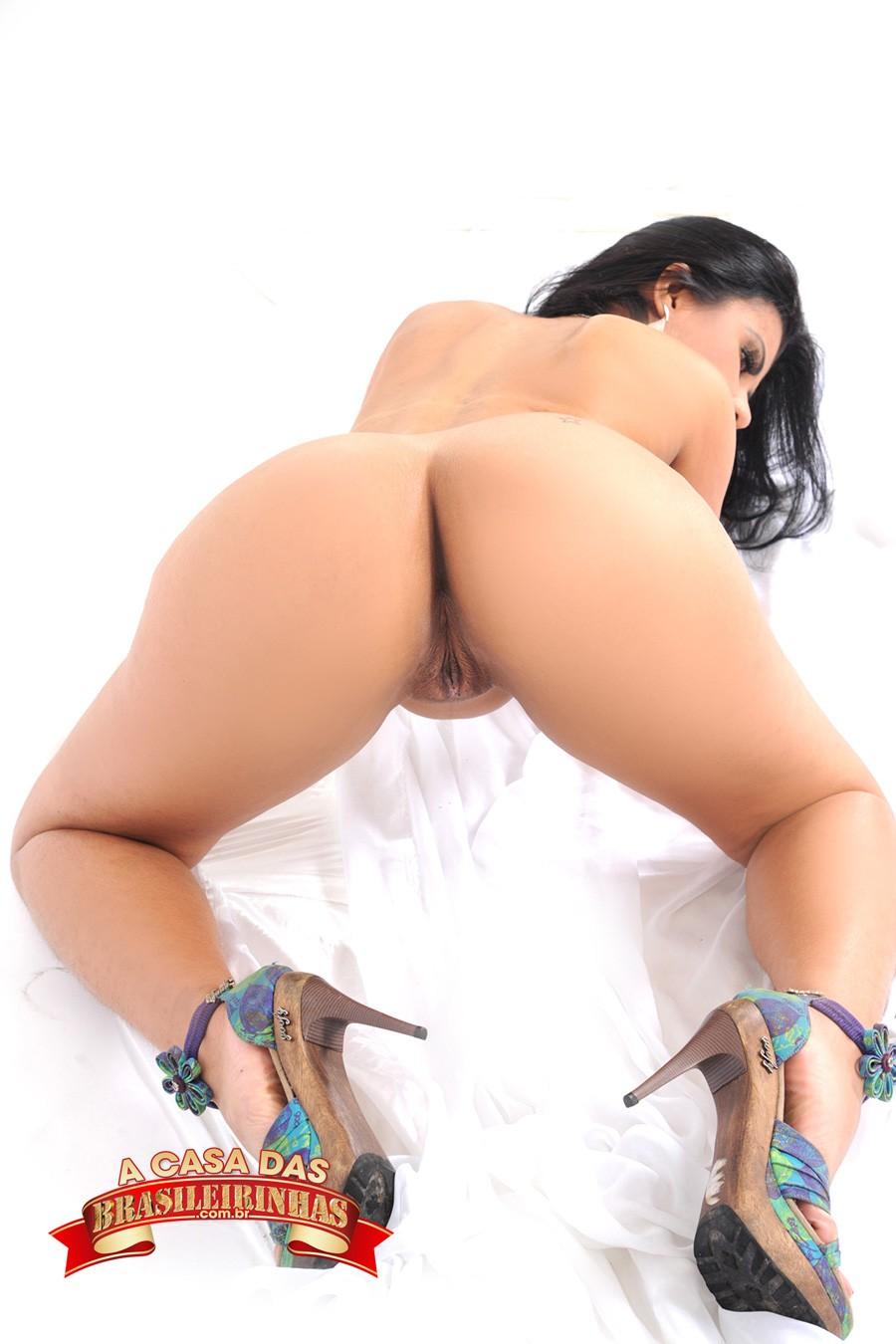 Amanda-Souza-de-quatro.jpg