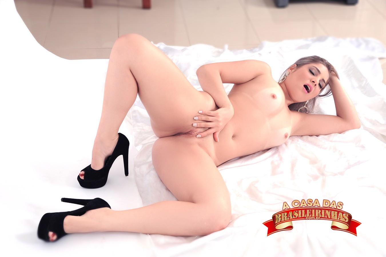ensaio-sensual-de-Nina-Lins.jpg