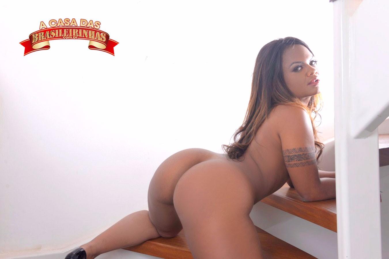 atriz-porno-na-escada.jpg