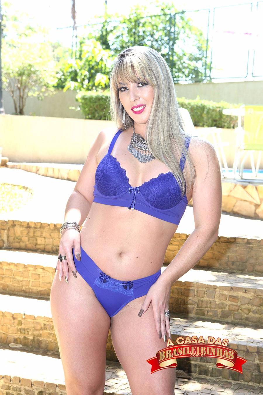 Emanuelly-Weber-de-lingerie-azul.jpg