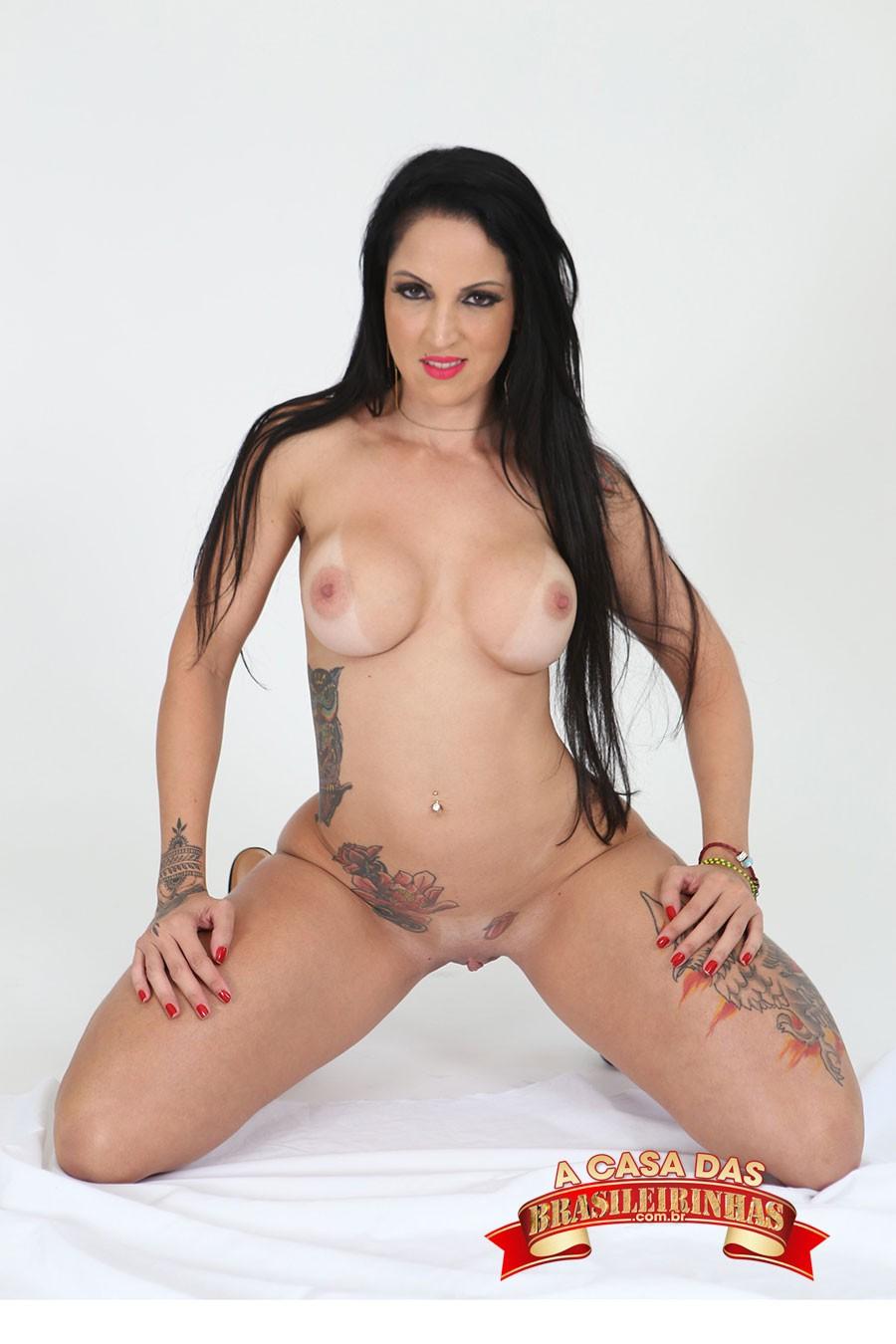 morena-tatuada-Elisa-Sanches.jpg