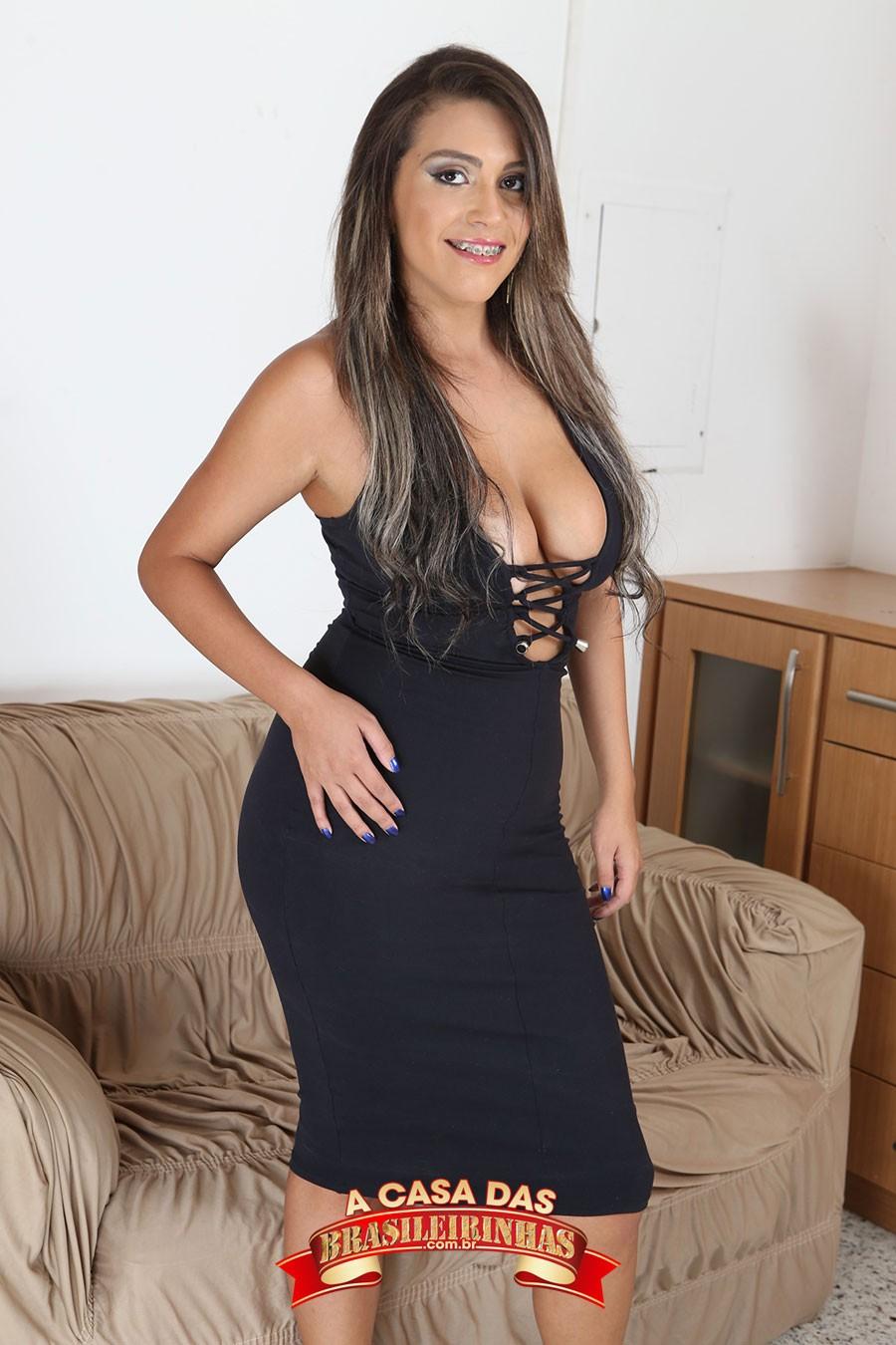 Monique-Albuquerque-de-vestido.jpg