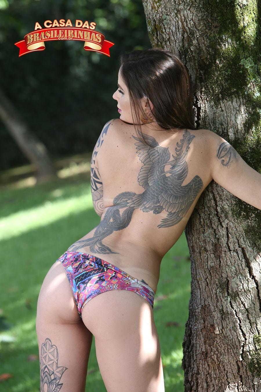 morena-tatuada-Denny-Oliver.jpg