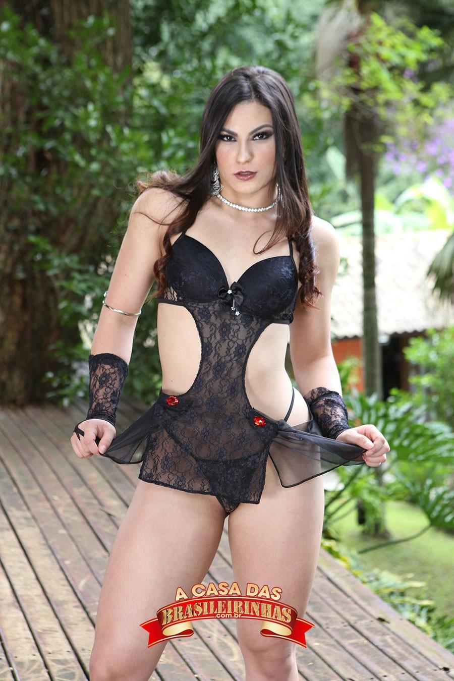 Ellen-Duarte-de-lingerie-preta.jpg