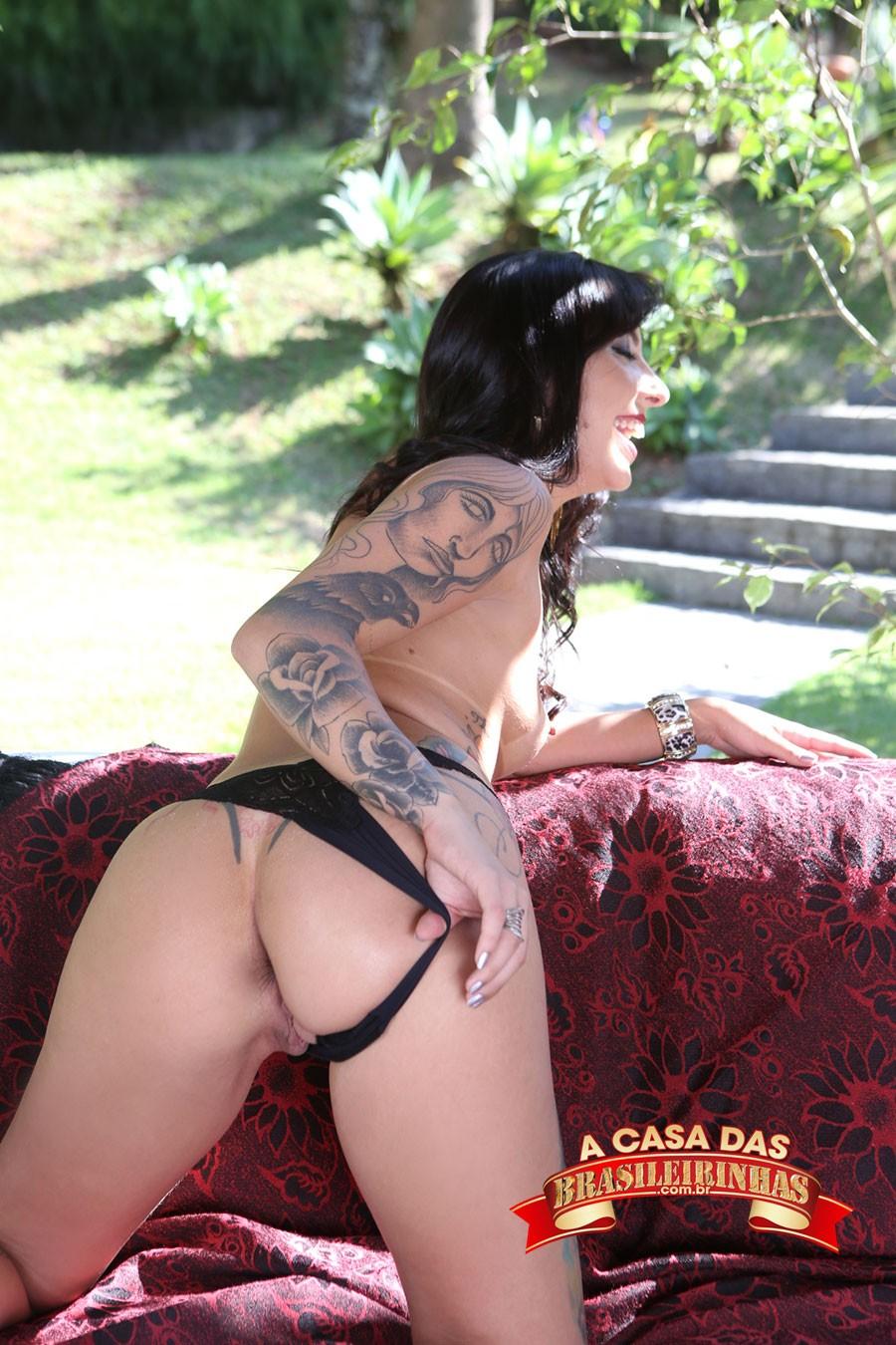 Melissa-Lisboa-afastando-a-calcinha.jpg