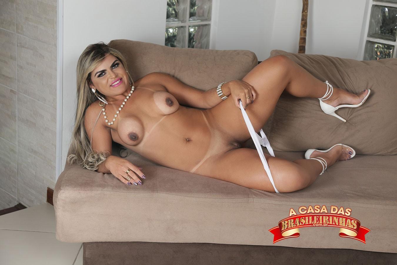 Nicole-Araujo-tirando-a-calcinha.jpg