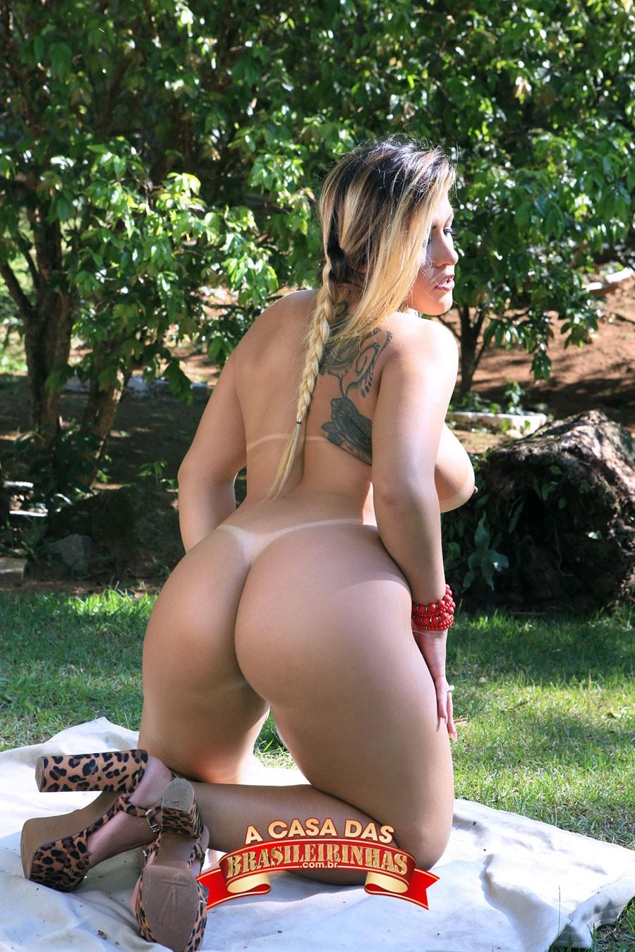 Rebecca-Santos-de-costas-pelada.jpg