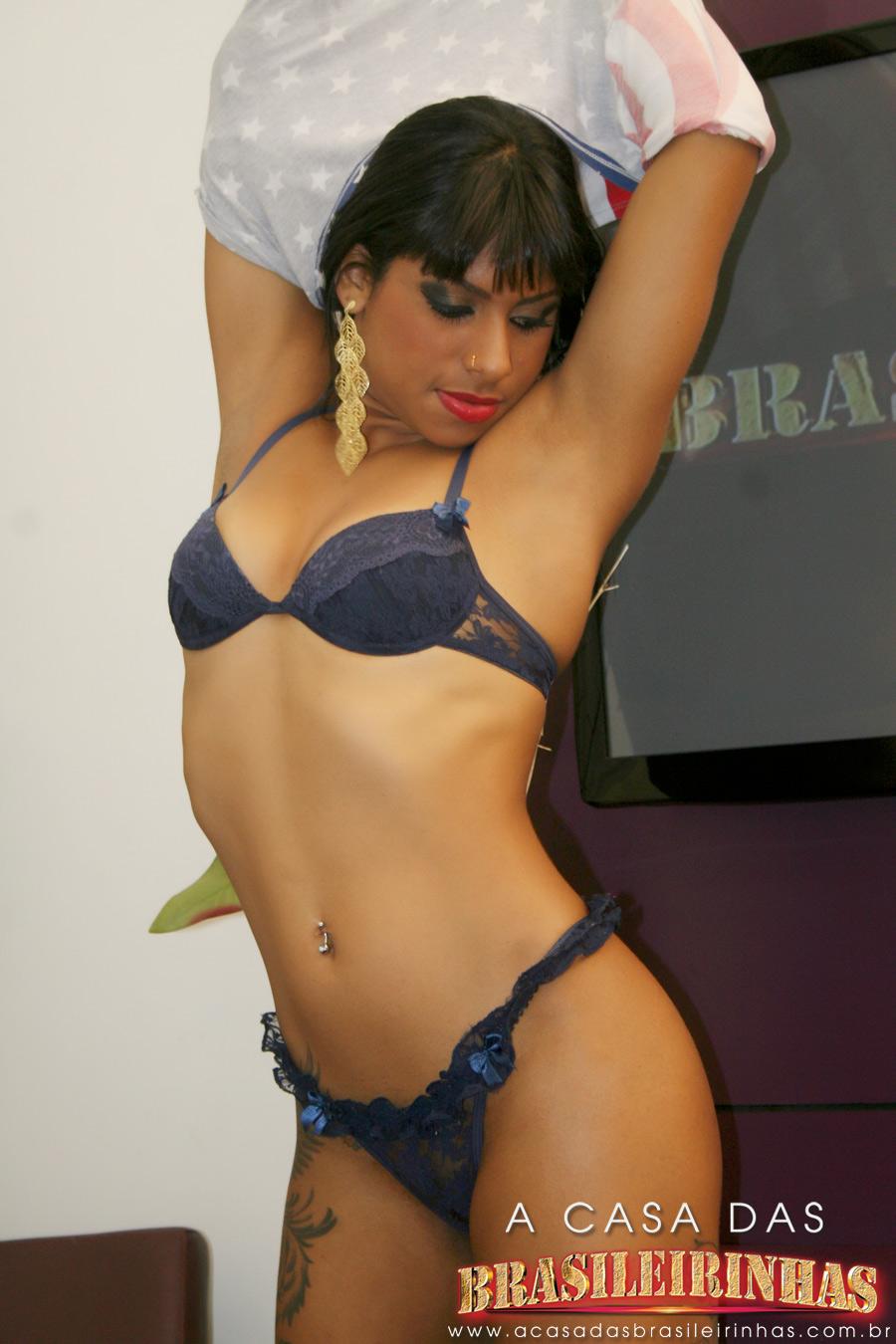 mila-lingerie-azul.jpg