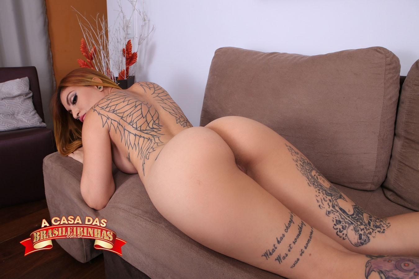 Rachell-Miranda-deitada-pelada-no-sofa.jpg