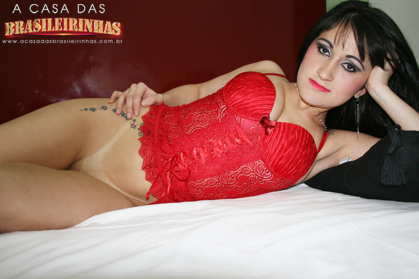 bia-marques-de-lingerie-vermelha-sem-calcinha.JPG