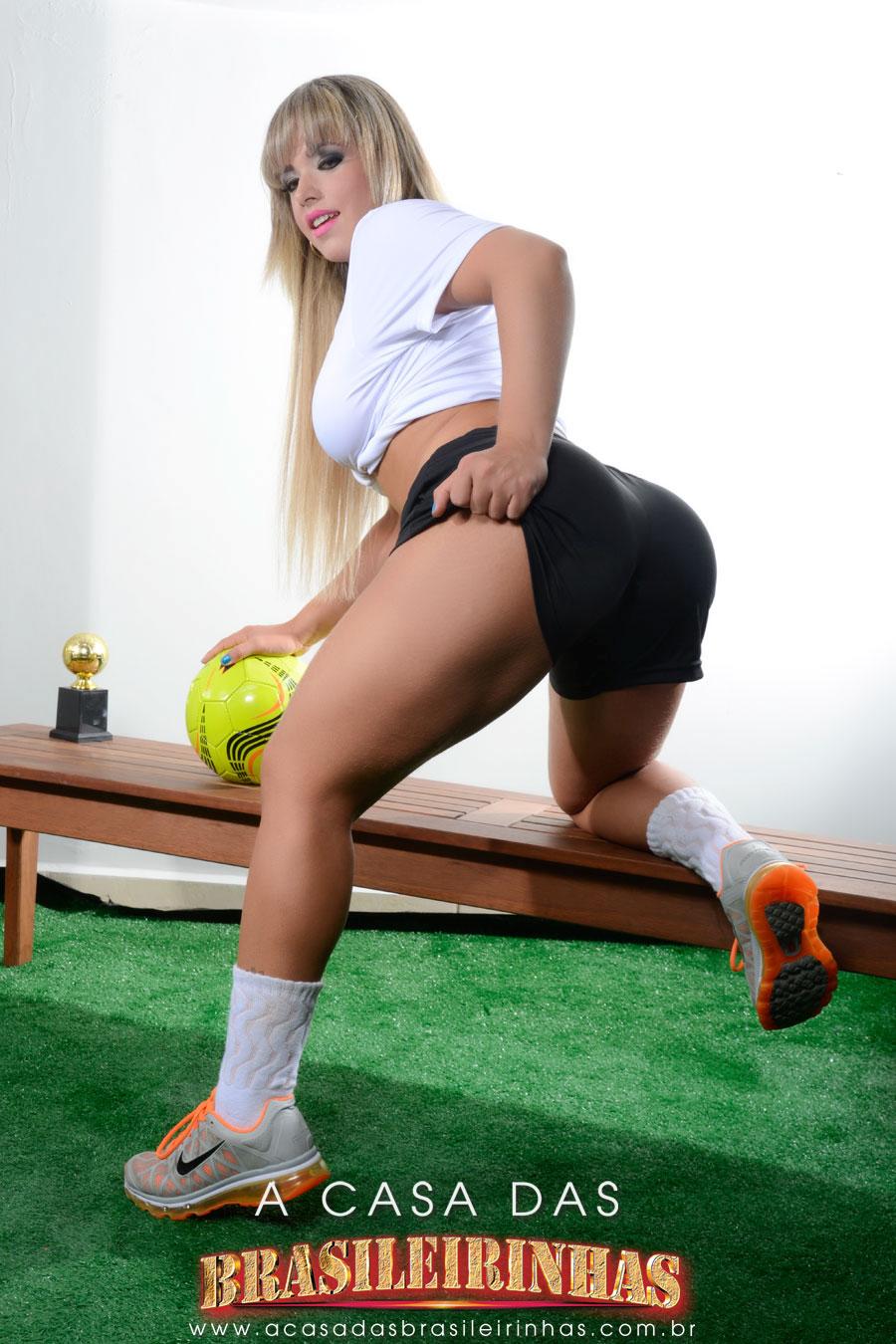 angel-lima-loirinha-gostosa-com-roupinha-de-futebol.jpg
