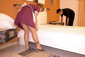Ela não aguenta mais limpar fronha de motel, o desejo dela é o de morder a fronha.