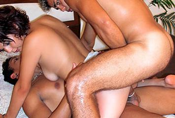 Malandros levam gostosa pro motel e compartilham a garota.